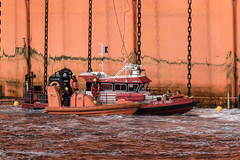 LDC crew change by FRC (SPMac) Tags: arctic circle barents sea norway eni norge goliat fpso 71227 floating production storage oil gas ldc light diving craft rescue vessel standby frc fast crew change chains moored alpha flag