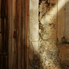 構成=Composition-129/Light to chaos and straight lines (kouichi_zen) Tags: wall light shadow stone city chaos