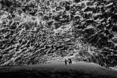 Hálsanefshellir (pwendeler) Tags: hálsanefshellir cave höhle basaltcave basalt basalthöhle natur nature sony reynisfjara fels felsen rock beach strand blackandwhite blackwhite schwarzweis landschaft landscape monochrome bw