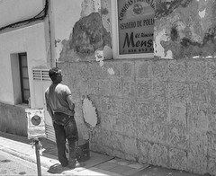 Mmmm Chicken Tonight (tcees) Tags: callefuerteventura islands fuerteventura canaries window wall grantarajal canaryislands person bw blackandwhite street streetphotography sign advert pavement sidewalk cables bricks bucket plasterer decorator x100 fujifilm shadow urban