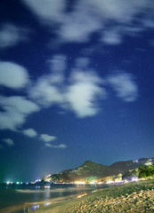 Heavy Light pollution (Robyn Hooz) Tags: stelle kohsamui pollution light inquinamento luminoso luce spiaggia chaweng nuvole clouds blue
