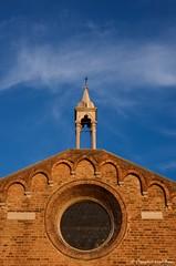 IMGP9985 The sky is blue ! (Claudio e Lucia Images around the world) Tags: sky blusky bricks walls venice venezia facciata pentax pentaxk5 pentax18135
