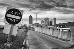 Des Moines (mfhiatt) Tags: img67211017jpg desmoines iowa blackandwhite urban landscape sign 365the2017edition 3652017 day293365 20oct17