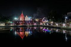 © patrickrancoule-2334 (Patrick RANCOULE) Tags: bénarès durga durgapuja inde pokhara varanasi bassin eau nuit temple