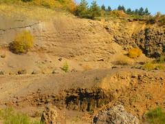 Vulkanschlot (Jörg Paul Kaspari) Tags: diebergkraterseetour wanderung herbst autumn fall eifel vulkaneifel mosenberg vulkanschlot lavagrube steinbruch