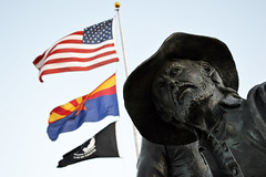 Bill with Flags (Sotosoroto) Tags: prescott arizona veteransmemorialisland earlysettlers statue flags