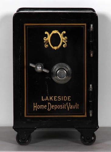 Great Lakeside Working Cast Iron Salesman Sample Safe ($644.00)