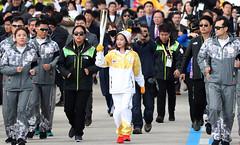 PyeongChang_Troch_Incheon_03 (KOREA.NET - Official page of the Republic of Korea) Tags: 성화 성화봉송 유재석 한국 대한민국 인천 인천대교 2018 2018평창동계올림픽 2018pyeongchangwinterolympicgames incheon korea torch olympics olympictorch