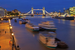 Fermate il Mondo / Stop the world (Tower Bridge, London, United Kingdom) (AndreaPucci) Tags: towerbridge london uk thames night longexposure riverside andreapucci canonoes6dmarkii