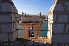 Peñíscola, Castellón, España. (Caty V. mazarias antoranz) Tags: peñíscola castellón comunidadvalenciana papaluna fiestasdepeñíscola bajomaestrzgo mediterráneo mar playa agua aguasalada toros leonciaseentrena