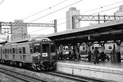 The Train is Arriving... (superzookeeper) Tags: 5dmk4 5dmkiv canoneos5dmarkiv ef2470mmf28liiusm eos digital taiwan hsinchu tw formosa train railway platform railwaytracks railroad blackandwhite bnw monochrome