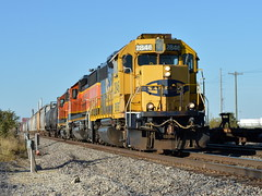Blue and yellow (Robby Gragg) Tags: atsf bnsf gp392 2846 lockport