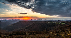 Island in the expanse (Peter Daum 69) Tags: sunset sunrise sonnenaufgang licht light island expanse berge mountain landscape natur nature scenery morgen morning canon eos forest town dorf turm tower beautiful