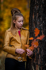 Autumn sadness (Max t.m.) Tags: portrait people bokeh girl young beautiful charming emotion goodlooking look autumn projectionlens visionar manuallens projection visionar10916 projectionlenses zeiss carl visionar109mm16 visionar16109 carlzeiss carlzeissjenavisionar carlzeissjenavisionar109mmf16 nikon