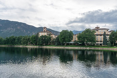20170831-153437 (fritzmb) Tags: colorado coloradosprings event keyword northamerica place source sourcefritzmb usa building descriptor hotel lake landscape mountain nature public structure vacation water