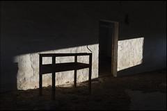 las tardes claras de alegría en paz (jotaaguilera) Tags: nikon d610 nikkor 28mmf18g luz light urbex abandonado abandoned sombra shadow abstract abstracto
