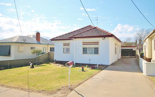 32 Thornhill St, Young NSW 2594