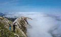 En Anboto (Jabi Artaraz) Tags: jabiartaraz jartaraz zb euskoflickr anboto niebla valle montaña cielo azul elgoin nature natura euskadi