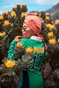 . (peter methven) Tags: puma fenty pumafenty protea flowers yellowflowers headscarf mountains wanderlust beauty fashion greendress sunglasses pincushionproteas pose model handraised elegance africanstyle hiking capetown westerncape southafrica africa tablemountain flores floresamarillas pañueloenlacabeza montañas pasiónporlosviajes belleza moda vestidoverde gafasdesol proteasdeacerico modelo manolevantada elegancia estiloafricano ciudaddelcabo capaoccidental sudáfrica áfrica montañademesa excursionismo fleurs fleursjaunes écharpedetête montagnes beauté mode robeverte lunettesdesoleil coussinproteas modèle mainlevée élégance styleafricain capoccidental afriquedusud afrique montagnedelatable randonnéepédestre