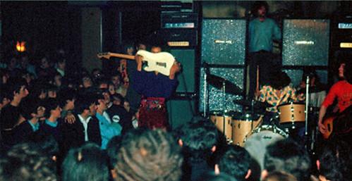 The Jimi Hendrix Experience 🎸  📷 di Lanzani/Gionco ] ;)::\☮/ >> http://www.elettrisonanti.net/galleria-fotografica #jimihendrix #hendrix #thesourceofrock #rock #blues #rocknroll #1968 #musica #concerti 😈 #dalvivo #noelredding #so