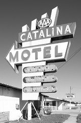 The Catalina Motel (dangr.dave) Tags: architecture downtown historic texas tx wichitacounty wichitafalls catalinamotel neon neonsign o