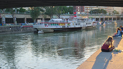 donaukanal-2017_11 (rhomboederrippel) Tags: rhomboederrippel fujifilm xe1 june 2017 europe austria vienna 2nddistrict donaukanal river sunset eveninglight water ship boat people sundowner