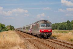 22 juillet 2013  BB 67475  Train 3835 Nantes -> Bordeaux Gauriaguet (33) (Anthony Q) Tags: 22 juillet 2013 bb 67475 train 3835 nantes bordeaux gauriaguet 33 sncf ferroviaire gironde aquitaine bb67400 intercités ic