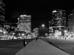 Le parvis by night (liliangross) Tags: night moon lune nuit esplanade obscurité