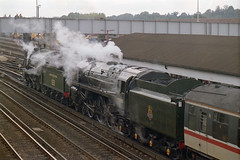 828 + 70000 at Eastleigh Stn., 10 Oct 1993 (Ian D Nolan) Tags: railway railtour 35mm 828 460z s15 sr 70000 462z br britannia lswr station eastleighstation