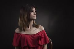 La dame en rouge IMG_0149ok (geneaban) Tags: femme jeune jolie rouge