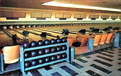 EDISON LANES (1950sUnlimited) Tags: bowling postcards cocktaillounges vacation sport leisure edisonlanes bowlinglanes bowlingalleys 1950s