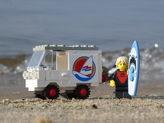 Surfer Van (captain_joe) Tags: 6624 1983 toy spielzeug 365toyproject lego series17 minifigure minifig surfer car auto van kiel hasselfelde strand beach wasser water