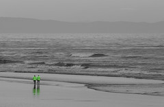 20171017_8982_7D2-200 Green Jackets on a grey morning (johnstewartnz) Tags: canon canonapsc apsc eos 7d2 7dmarkii 7d canon7dmarkii canoneos7dmkii newbrighton newbrightonbeach 70200mm 70200 70200f28 beach people green greenjackets greenjacket 100canon unlimitedphotos yabbadabbadoo yabbadabadoo