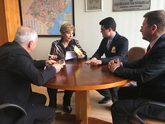 04/10/17 - Reunião com a comitiva de Serafina Corrêa. Com o vice-prefeito Valdir Bianchet, o coordenador de Projetos, Luciano Panarotto e o secretário municipal Otávio Augusto Gheller.