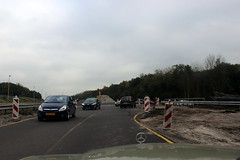 On top of the new tunnel now... (Davydutchy) Tags: roadworks wegwerk strasenbau bauarbeiten knooppunt junction autobahnkreuz kreuz joure heerenveen scharsterbrug skarsterbrêge a7 a6 wegomlegging umleitung detour mercedesbenz mercedes ster stern star w123 road october 2017
