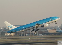 KLM Asia B777-206ER PH-BQF taking off at AMS/EHAM (AviationEagle32) Tags: amsterdam amsterdamschipholairport ams amsterdamairport amsterdamschiphol schiphol schipholairport schipholviewingterrace panoramaterrace eham thenetherlands holland airport aircraft airplanes apron aviation aeroplanes avp aviationphotography avgeek aviationlovers aviationgeek aeroplane airplane planespotting planes plane flying flickraviation flight vehicle tarmac klm klmroyaldutchairlines klmasia royaldutchairlines boeing boeing777 b777 b777200 b777200er b772er b772 777 b777206er phbqf takeoff departure