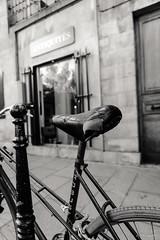I emptied my head (.KiLTRo.) Tags: paris3earrondissement îledefrance france fr kiltro paris city ciudad street calle bici bicycle bike pov bw