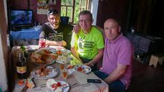Poczęstunek w domu naszego kierowcy. Siedzimy - kierowca, Tomek (ja) i Koba, miejscowy policjant. (Tomasz Bobrowski) Tags: wspinanie mountains gruzja kaukaz góry caucasus georgia climbing