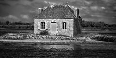 La maison des huîtres, îlot Nichtarguér. (Eric@focus) Tags: brittany water island france house viveza silverefexpro2 sharpenerpro nik pse12 bretagne breizh morbihan étel noiretblanc d80 nikon