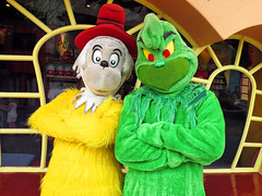 Sam-I-Am and The Grinch (meeko_) Tags: sam samiam greeneggsandham grinch howthegrinchstolechristmas characters universalorlandocharacters drseuss seusslanding universals islands adventure islandsofadventure universalsislandsofadventure themepark universal universalorlando florida