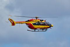EC135 de la sécurité civile revenant sur Porspoder (ijmd) Tags: france bretagne porspoder presqu'îlesaintlaurent hélicoptère helicopter