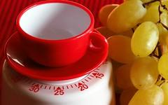 Kitchen timer (G_E_R_D) Tags: macromondays memberschoicefoundinthekitchen kitchentimer eggtimer kurzzeitwecker küchenwecker küchenuhr rot red eieruhr weintrauben grapes