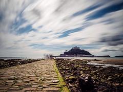 Low Tide - Walk to St. Michels Mount (davYd&s4rah) Tags: tide ebb lowtide stmichelsmount uk england cornwall ebbe schloss castle sea clouds wolken longexposure travel roadtrip europe fall