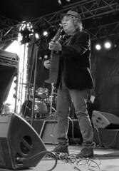 """Chausse Tes Tongs 2017"" (The Blue Water Lily's Company) Tags: fdrouet nb bw monochrome monochrom film analog concert musicien muiscian rachidtaha chaussetestongs festival bretagne brittany nikon kodak"