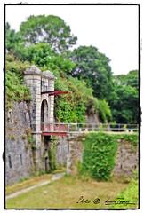 -6- Accès à l'entrée principale par un ancien pont-levis (Louis Tosser) Tags: france bretagne finistère brest fort vauban architecture militaire pierre granite histoire