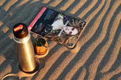El Combo Perfecto (luenreta) Tags: mate playa argentina lectura arena fotografía drugs 7dwf myfavoritedrug crazytuesdaytheme beach sand reading 50mm
