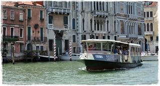 Das Vaporetto, die Wasserbusse Venedigs * The Vaporetto, the Venice Water Buses * El Vaporetto, los autobuses acuáticos de Venecia *    .  DSC_1461-001