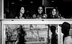 Miradas y reflejos. Arrecife, junio 2014. (Jazz Sandoval) Tags: 2014 elfumador españa exterior enlacalle expresión expression arrecife blancoynegro bn bw blanco canarias contraste calle curiosidad curiosity chica city day digital fotografíadecalle fotodecalle fotografíacallejera fotosdecalle gente humanos hombre humano human islascanarias ilustración jazzsandoval mujer reflejos lanzarote luz light mirada monocromática monócromo man women womenexpression miradas negro nero ojos portrait people robados retrato robado streetphotography streetphoto sombras ventana woman white eyes