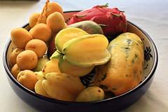 Bodegón tropical (Micheo) Tags: spain frutas frutastropicales chirimbolo mango bodegón stilllife