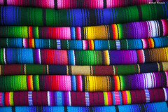 Colores de Guatemala (Gabriel Bermejo Muñoz) Tags: guatemala panajachel sanfranciscopanajachel sololá lagoatitlán lakeatitlán atitlán lago lake america market mercado color lana indigena indigenous nativo native colours colors tejedora tejidos tela cloth screens textil textile detalle detail ropa colorful colorido colores colour colourful composition composición composicion lineas lines tejido costura sewing needlework típico artesanía handicrafts crafts mastership